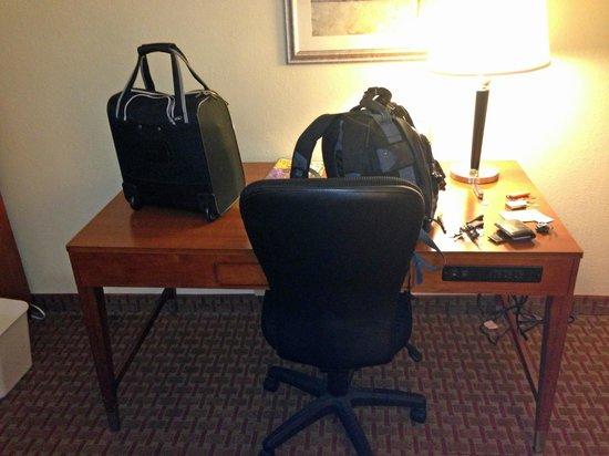 La Quinta Inn & Suites Dothan : desk
