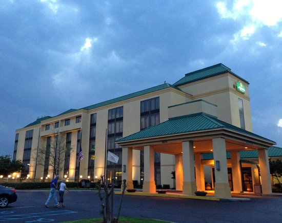 La Quinta Inn & Suites Dothan : grounds