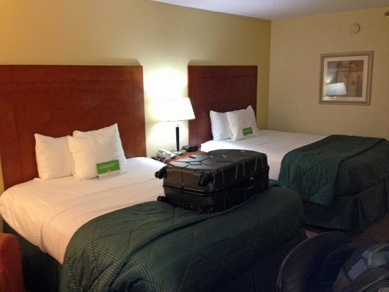 La Quinta Inn & Suites Dothan : room overview 2