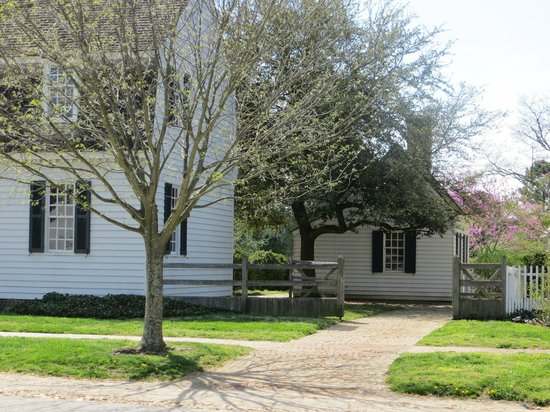 Colonial Houses-Colonial Williamsburg: view from Francis Street of Ewing Shop behind Ewing House
