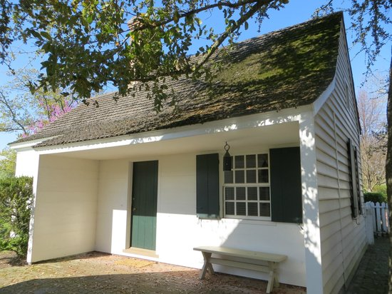 Colonial Houses-Colonial Williamsburg: Ewing Shop exterior front