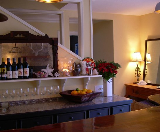 Salmonberry Inn & Beach House: Bar