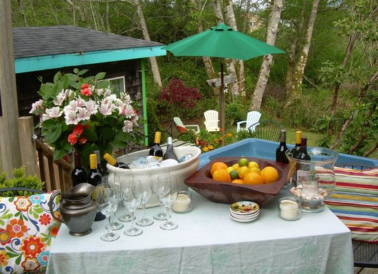 Salmonberry Inn & Beach House: Room for groups and parties, too!