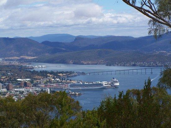 Tasmania I Drive: Hobart from Mt Nelson