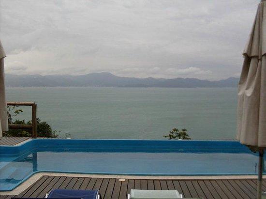 The Goldeneye Pousada: Vista para o mar da piscina