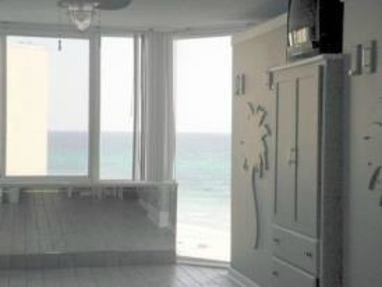 Top of the Gulf Suites: Views with murphy beds up