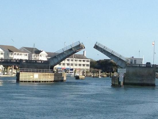 Crystal Coast Lady Cruises : Heading under the drawbridge!