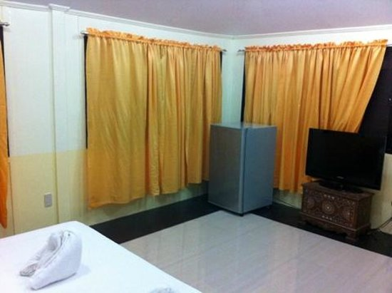 Dumaluan Beach Resort: Amenities in Galilee room