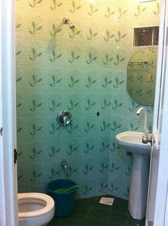 Dumaluan Beach Resort: Bathroom in Samuel room