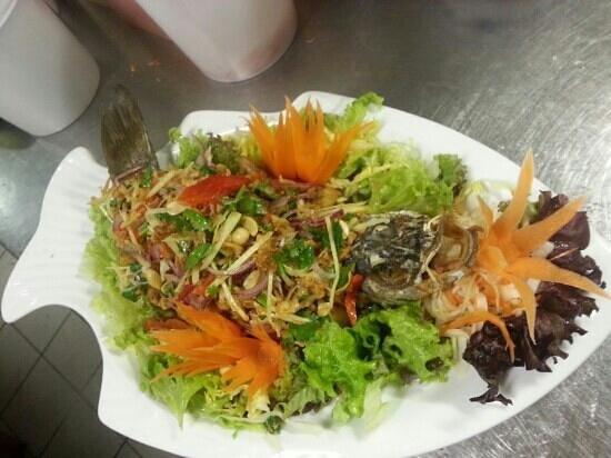 Bai Tong Thai-Restaurant: fisch im gaten