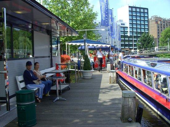 De Duif : Esperando la embarcacion por los canales de Amsterdam - Ysaura