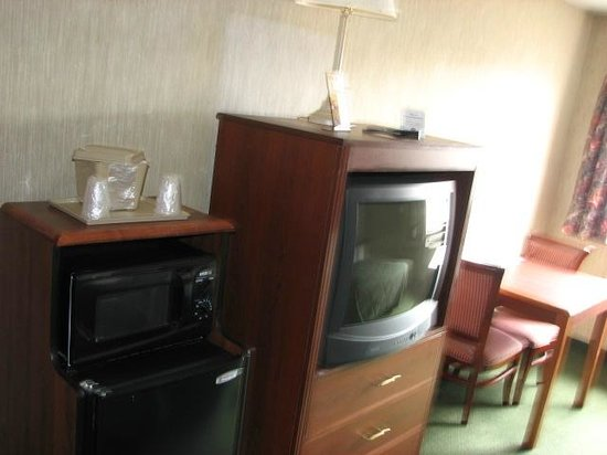 Comfort Inn: The non-HD tv