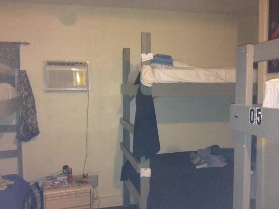 Northshore Hostel Maui: Dorm room