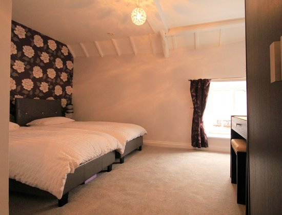 The City Arms: twin room