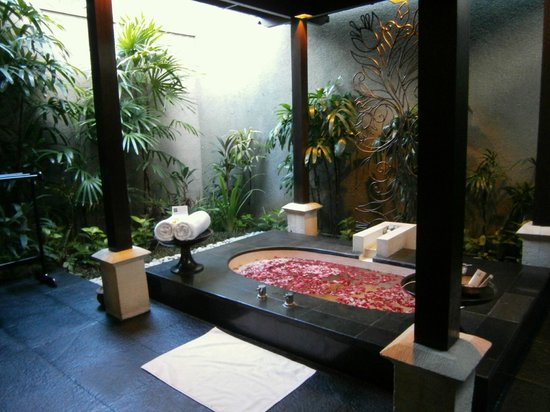 The Ulin Villas & Spa: Gorgeous bathroom