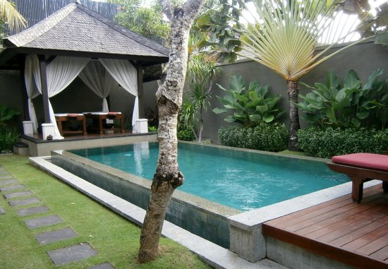 The Ulin Villas & Spa: Lovely pool but too short for laps