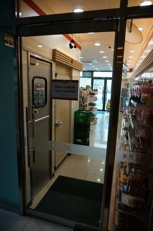 Aventree Hotel Jongno: Attached convenience kiosk (7-11); closes at 1am