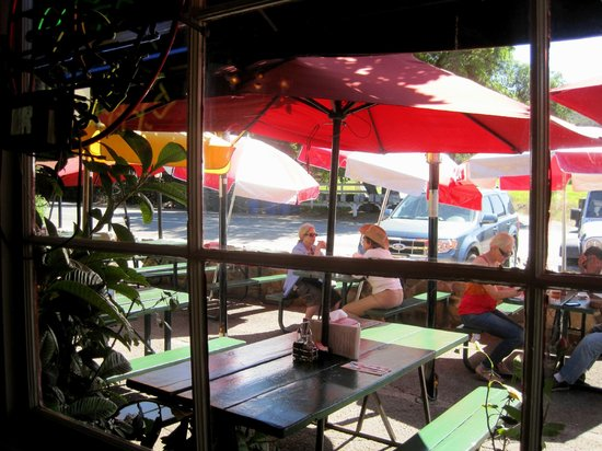 Boccali's: Dining outside