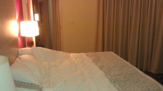 Beacon Hotel & Corporate Quarters: One Bedroom Terret Suite - Awesome bed!