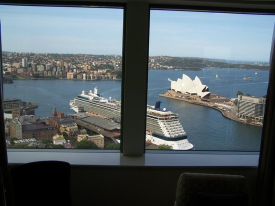 Shangri-La Hotel Sydney: Rm 3013 view of our ship