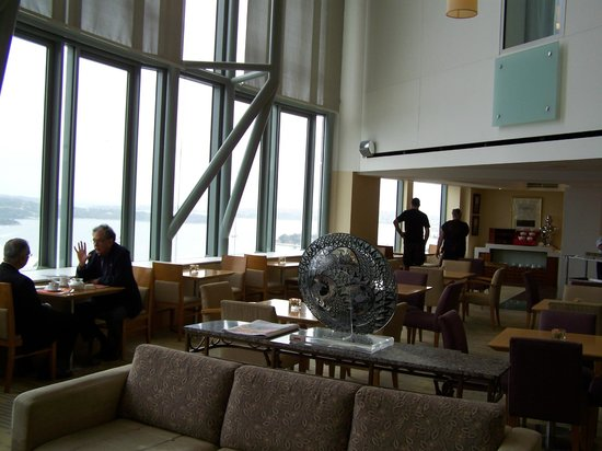 โรงแรมเชียงกรีล่า: Horizon Club a place to chill