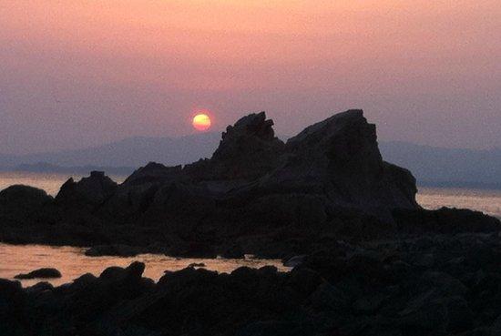 Masagoya: 近くの海の朝焼け