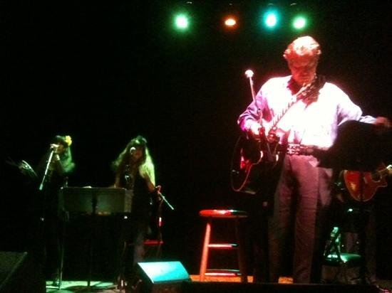 Kessler Theater : Dan Hicks and the Lickettes at the Kessler