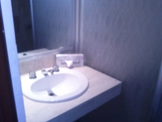 Calypso Hotel: baño habitación doble