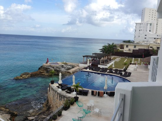 Hotel B Cozumel: Pool and hot tub