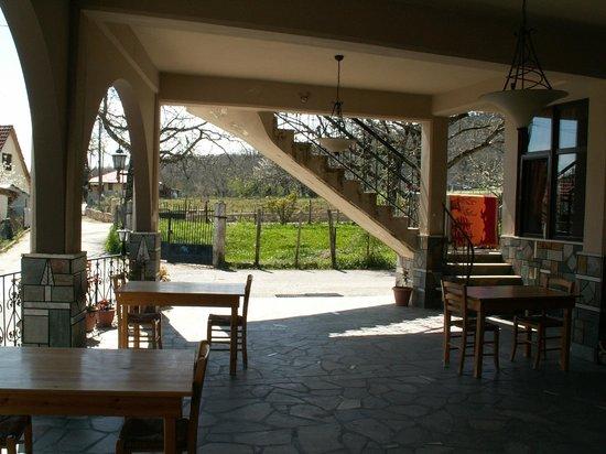 Kastro: Outdoors breakfast area
