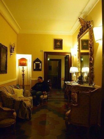 Residenza Maritti: residence reception area