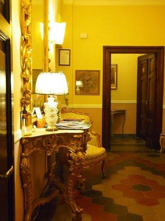 Residenza Maritti: sitting / computer area