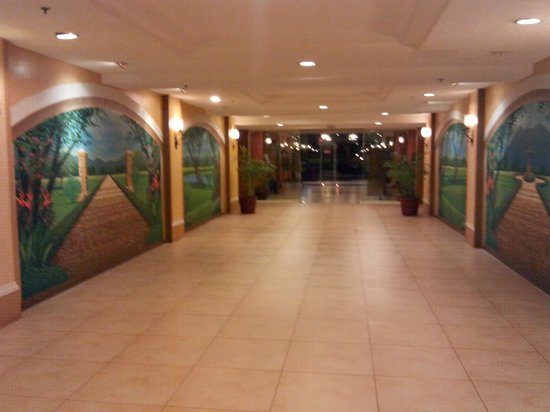 Hotel Stotsenberg : A view of the lobby