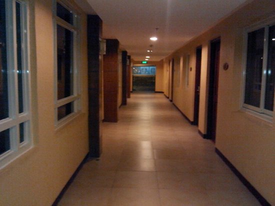 Hotel Stotsenberg : A view of the hallway