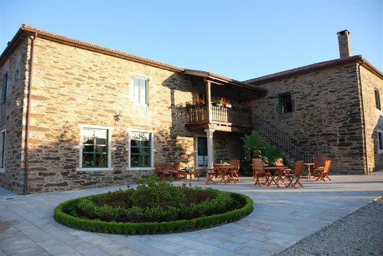 Pazo Santa Maria: Terraza al aire libre y balconada en Pazo Santa María.