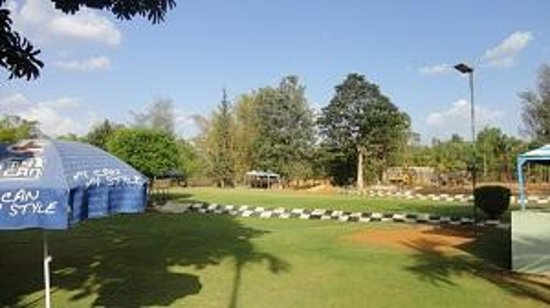 Silver Oak Resort : Lawn area