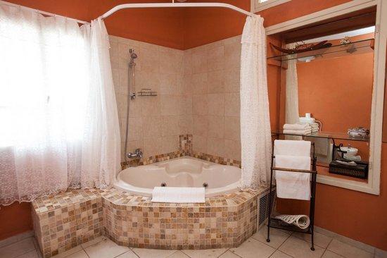 Auberge Shulamit : The mini suite bathroom