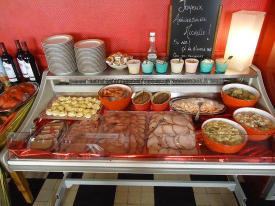 Hotel La Cremaillere : buffet pour repas de groupe