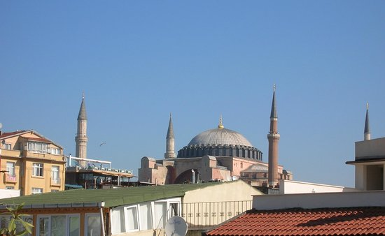 Hotel Sari Konak: View to Hagia Sophia from the rooftop terrace