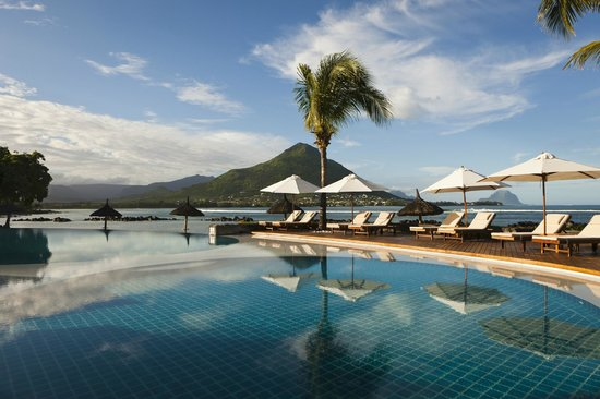 Sands Suites Resort & Spa: Heated Infinity Pool