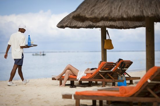 Sands Suites Resort & Spa: Beach Service
