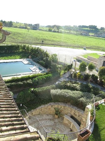 Carfagna Country House: Vista retro piscina