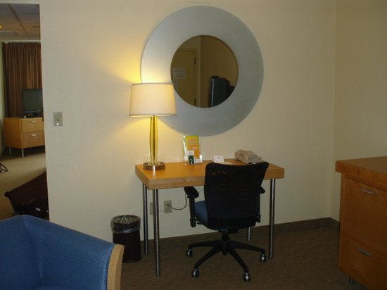 La Quinta Inn & Suites Secaucus Meadowlands: suit