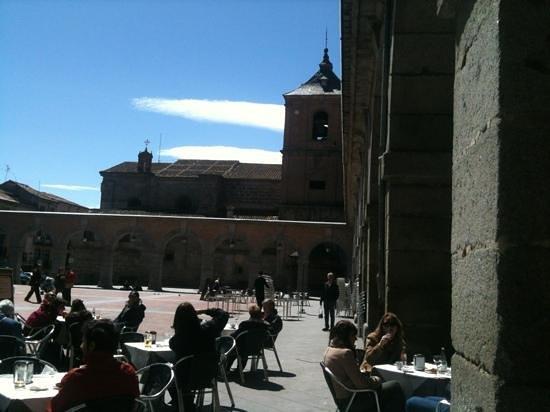 El Portico: square