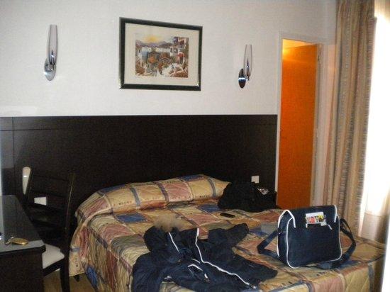 Amiot Hotel: camera pulita con bagno interno.