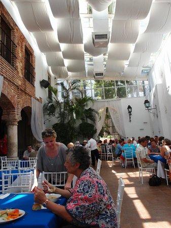 Atarazana Restaurante: salle principale du restaurant