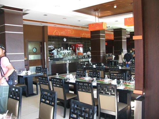 Porto Sono: レストラン内:手前の人物は消して活用していただけると幸いです。
