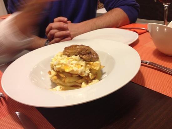 Aire Gastrobar: huevos rotos con foie