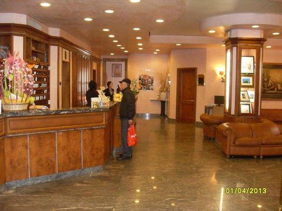 Reception Bella Ed Accogliente Picture Of Best Western Grand Hotel Guinigi Lucca Tripadvisor