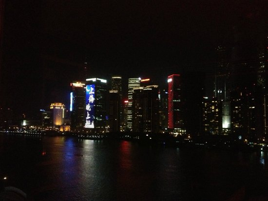 Hotel Indigo Shanghai on the Bund: Night View from the room